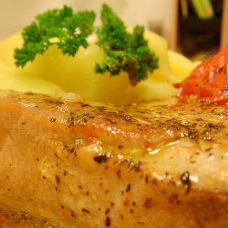 Steak z čerstvého tuňáka s rajčaty,recept