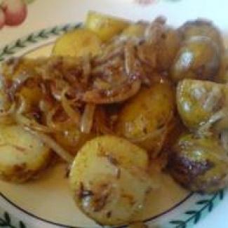 Bulharský bramborový salát s cibulí,recept