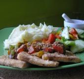Tofu plátky s barevnou paprikou a sezamem