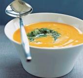 Mrkvová polévka s krůtím masem