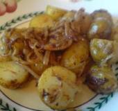 Bulharský bramborový salát s cibulí
